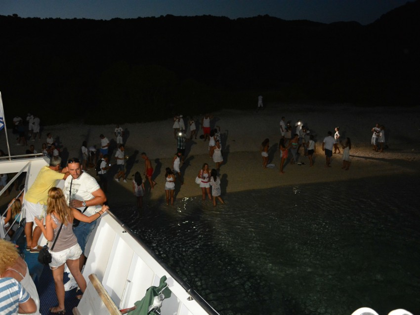 Lefkada Cruises Lefkas Cruises Κρουαζιέρες Λευκάδα Makedonia Palace White Party girls beach dancing