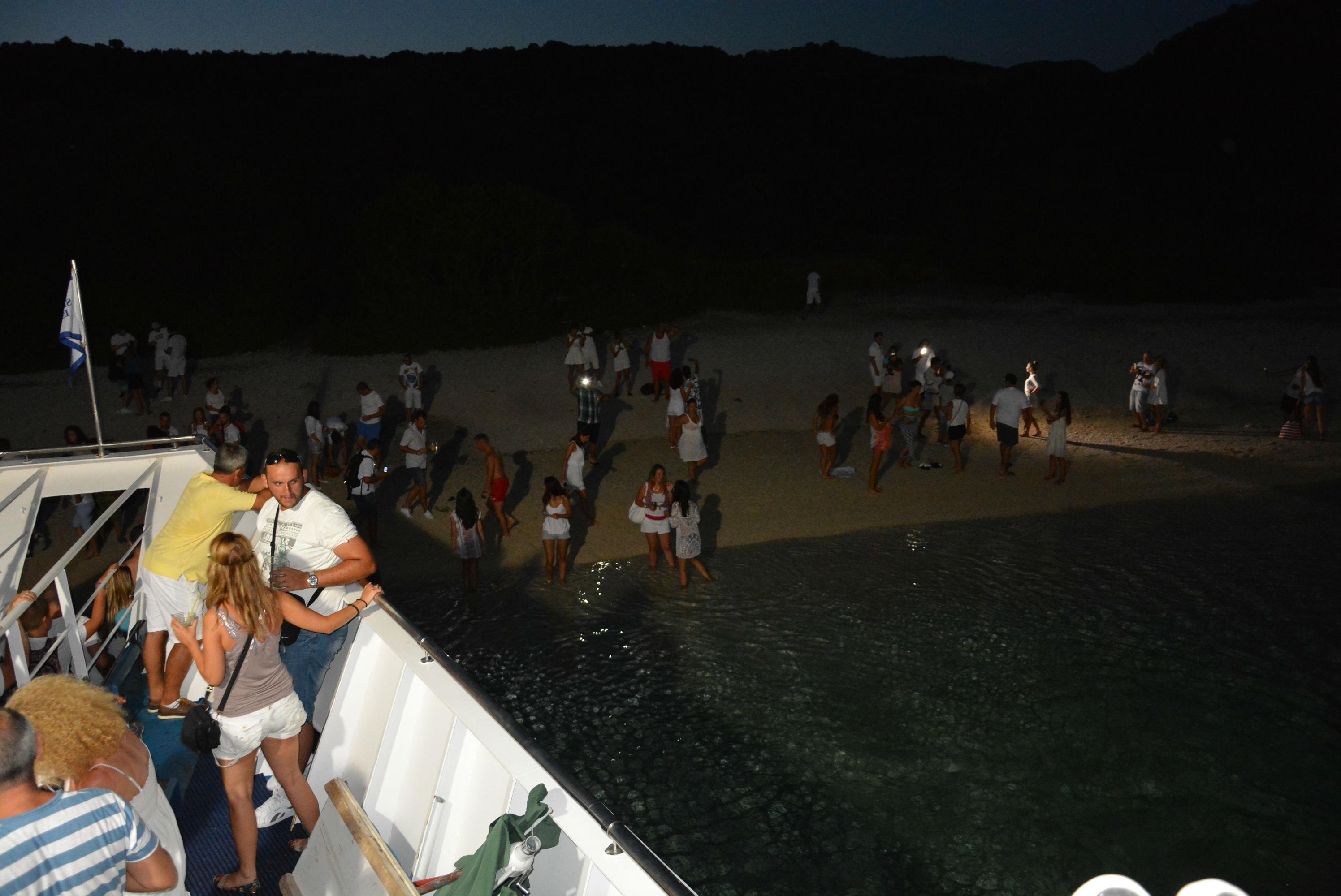 Lefkada Cruises Lefkas Cruises Κρουαζιέρες Λευκάδα Makedonia Palace White Party girls beach dancing