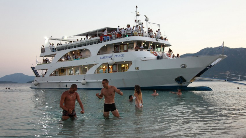 Lefkada Cruises Lefkas Cruises Κρουαζιέρες Λευκάδα Makedonia Palace White Party swim boys